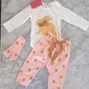 Other - NWT baby girl bunny set pink & gold 9-12 months